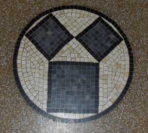 Ein Mosaik im Eingangsbereich