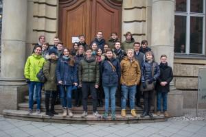 Schülergruppe vor der SWP (Stiftung Wissenschaft und Politik)