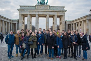 Schülergruppe vor dem Brandenburger Tor